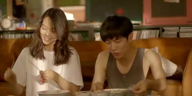 Hé lộ cảnh nóng bị cắt của loạt phim Hàn nổi tiếng: Nóng nhất là cặp đôi Hậu Duệ Mặt Trời - Ảnh 5.