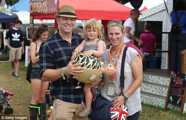 Chưa được 2 tháng tuổi, Hoàng tử Louis đã bị em gái họ mới sinh giành mất danh hiệu em bé nặng cân nhất Hoàng gia Anh - Ảnh 4.
