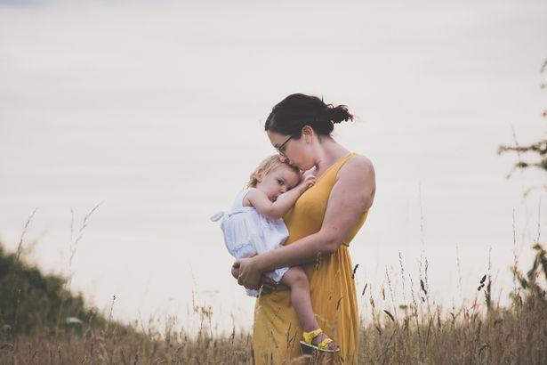 Vẫn cho con 4 tuổi bú, mẹ giải thích vì sao không nên cai sữa cho trẻ quá sớm - Ảnh 3.