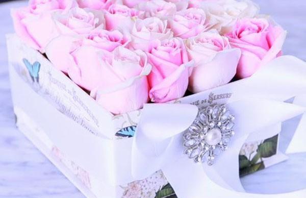 Không cần ra tiệm nữa bạn có thể tự cắm hoa hồng trong hộp siêu đẹp - Ảnh 9.