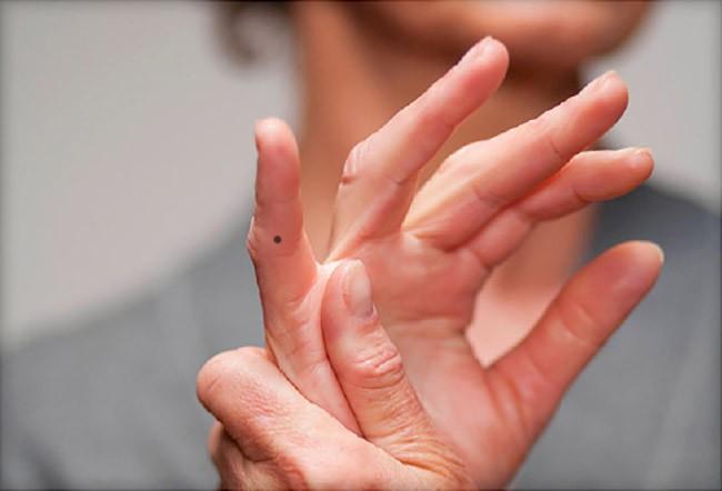 Phụ nữ có nốt ruồi trên các ngón tay sẽ gặp may mắn hay là vận xui? - Ảnh 5.