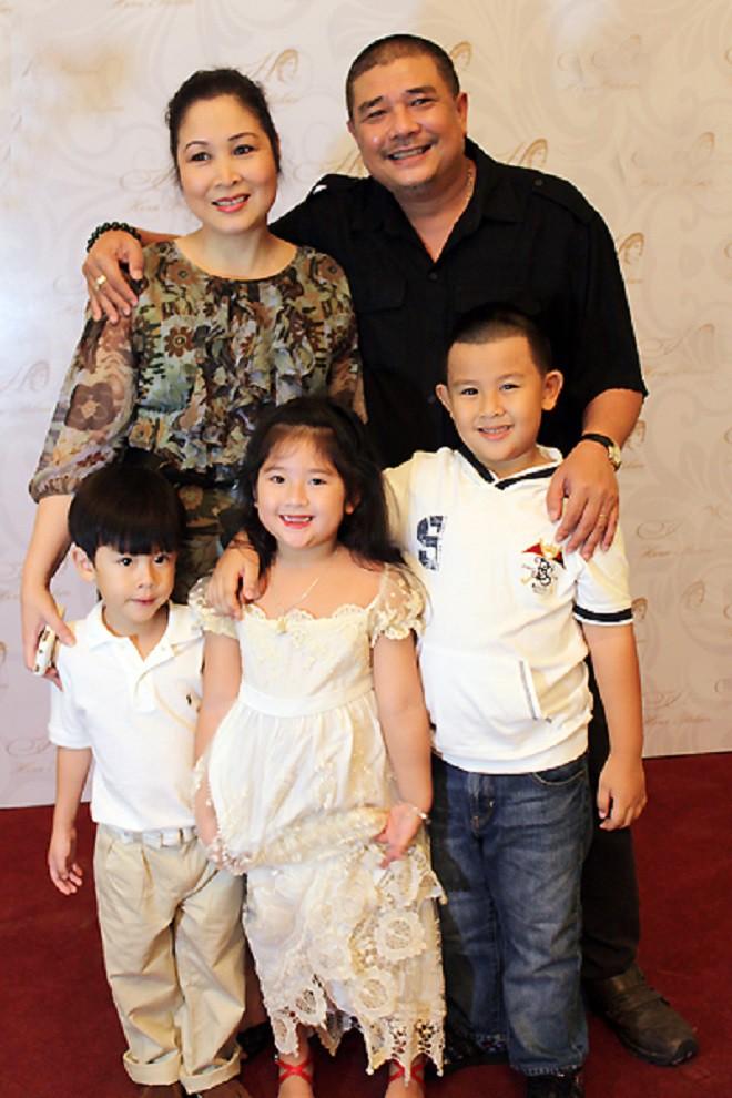 Sống trong cảnh con anh, con tôi, con chúng ta, những sao Việt này vẫn có hạnh phúc viên mãn - Ảnh 9.