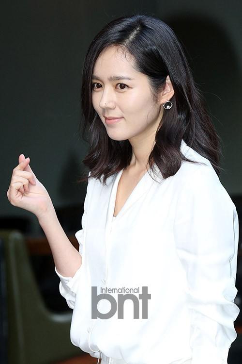 Ngược đời nhan sắc Han Ga In: Ảnh trong phim đã chỉnh sửa thì già khú, nhưng cứ đi sự kiện lại gây sốt vì quá trẻ - Ảnh 5.