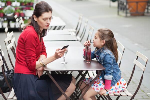 Những hành động của cha mẹ có thể làm gia tăng hành vi xấu của con - Ảnh 1.
