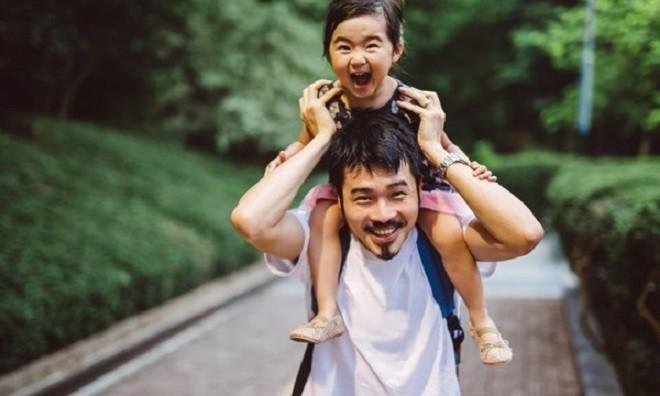 Tôi càng thương con chồng hơn sau khi biết chân tướng đằng sau sự lì lợm của thằng bé - Ảnh 1.