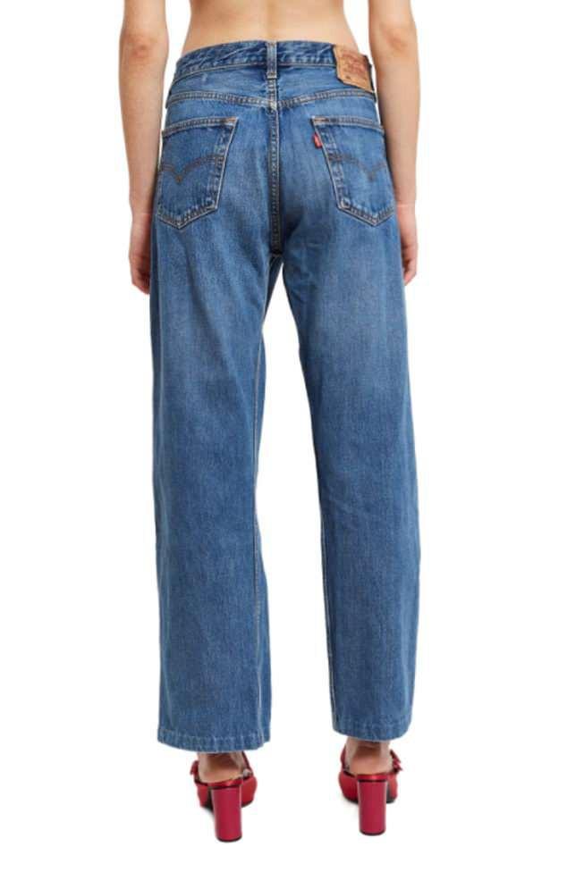 Thương hiệu yêu thích của Gigi Hadid ra mắt mẫu jeans trắc nết, bạn sẽ khó mà mặc nội y nếu diện quần này - Ảnh 2.
