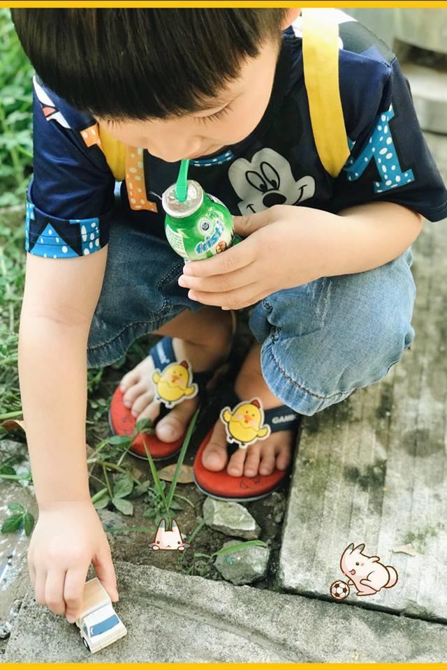 Cậu bé siêu đáng yêu với loạt biểu cảm khó đỡ khiến ai cũng chỉ muốn bắt về nuôi - Ảnh 3.