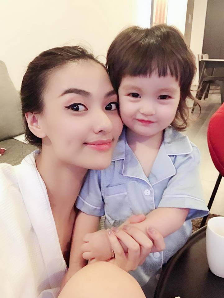 Người mẫu Hồng Quế: Bác sĩ dặn không khóc mà vẫn rơi nước mắt khi lần đầu thấy con, bước đi đầu tiên sau sinh là mẹ đẻ dìu dắt - Ảnh 7.