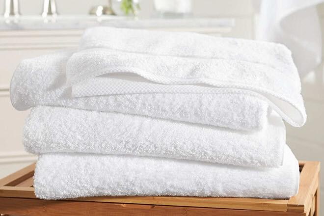 Y tá chỉ cách dùng khăn quấn làm ổ giúp bé sơ sinh ngủ... tít thò lò trong clip gần 3 triệu view - Ảnh 4.
