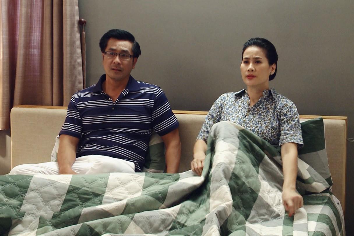 Lại thêm một phim gây sốc: Thân Thúy Hà bị mẹ chồng hành hạ đến mức điên loạn  - Ảnh 3.