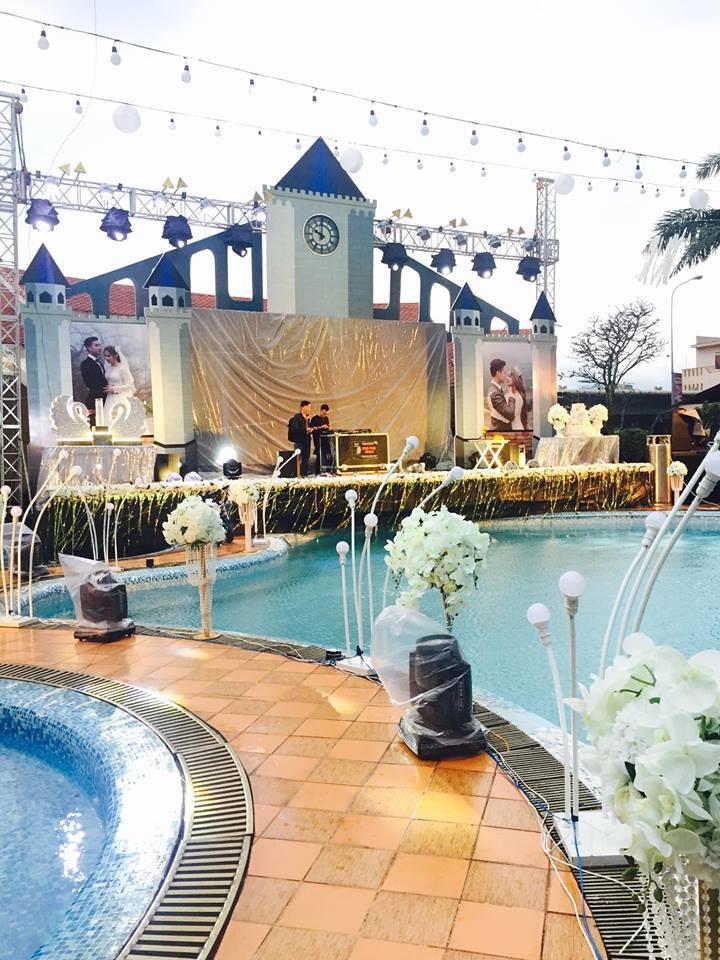 Lễ báo hỉ hoành tráng pool party ở Buôn Mê Thuột riêng tiền trang trí hết 200 triêu, 1.000 khách mời, sân khấu như lâu đài - Ảnh 12.