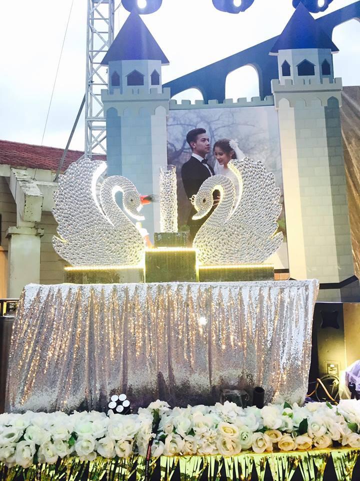 Lễ báo hỉ hoành tráng pool party ở Buôn Mê Thuột riêng tiền trang trí hết 200 triêu, 1.000 khách mời, sân khấu như lâu đài - Ảnh 11.