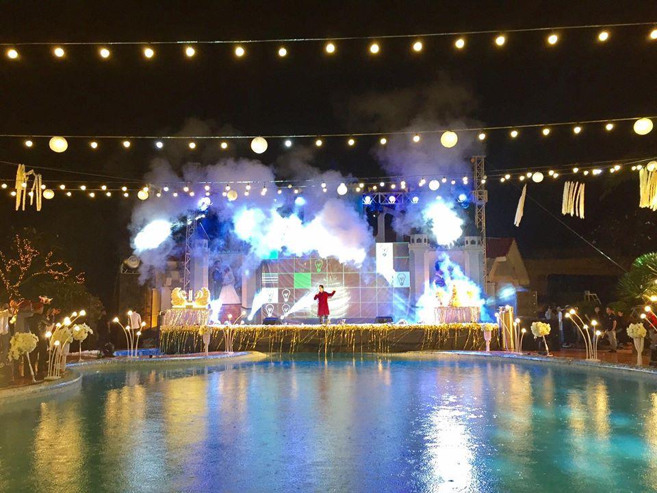Lễ báo hỉ hoành tráng pool party ở Buôn Mê Thuột riêng tiền trang trí hết 200 triêu, 1.000 khách mời, sân khấu như lâu đài - Ảnh 9.