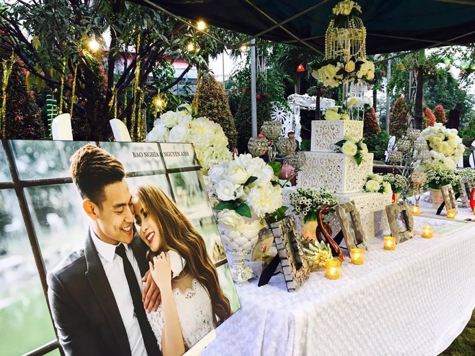 Lễ báo hỉ hoành tráng pool party ở Buôn Mê Thuột riêng tiền trang trí hết 200 triêu, 1.000 khách mời, sân khấu như lâu đài - Ảnh 3.