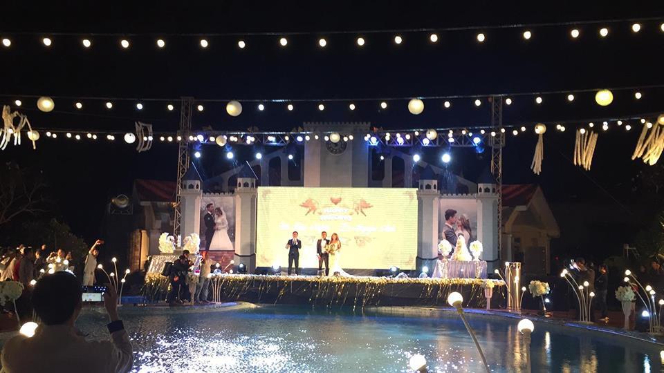 Lễ báo hỉ hoành tráng pool party ở Buôn Mê Thuột riêng tiền trang trí hết 200 triêu, 1.000 khách mời, sân khấu như lâu đài - Ảnh 7.