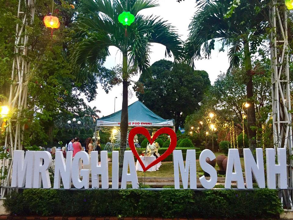 Lễ báo hỉ hoành tráng pool party ở Buôn Mê Thuột riêng tiền trang trí hết 200 triêu, 1.000 khách mời, sân khấu như lâu đài - Ảnh 10.