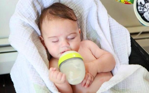 Những sai lầm cực kỳ nguy hiểm mà các mẹ hay mắc phải khi chăm trẻ sơ sinh - Ảnh 1.