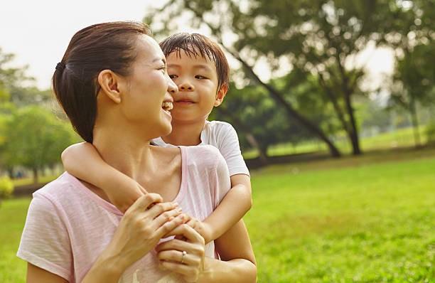 Cuộc chiến của bà mẹ chống lại cả thế giới khi nuôi 2 con còi - Ảnh 2.