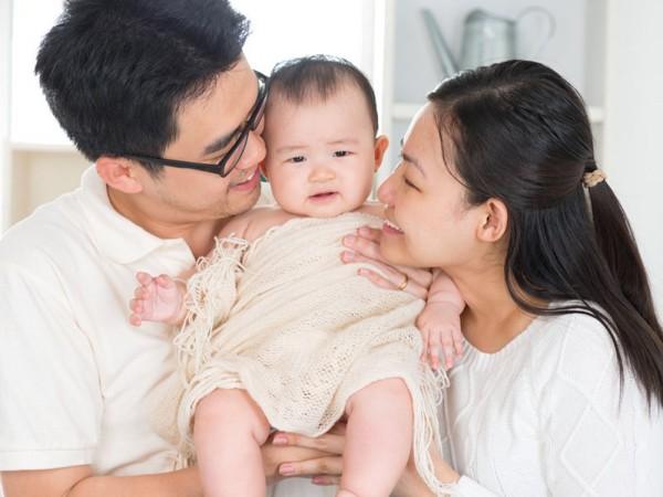 Để mua đồ đắt cho con đồng nghĩa với việc bố mẹ sẽ phải mất đi 1 ít thời gian dành cho con - Ảnh 3.