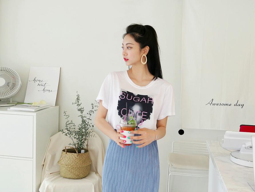 Hết áo phông trắng đến in chữ, nay áo phông in hình siêu nổi cũng được nàng công sở diện ngon ơ - Ảnh 2.