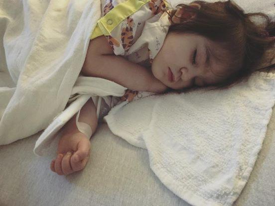 Mẹ phát hiện con mắc bệnh Kawasaki nguy hiểm dù bác sĩ kết luận chỉ là sốt vi rút nhờ dựa vào điều này - Ảnh 2.