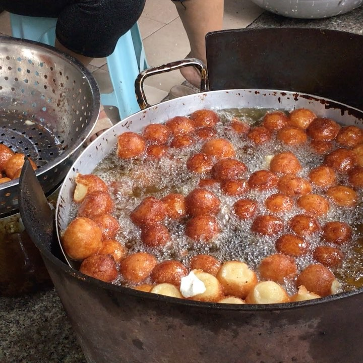 8 món ăn vặt kinh điển ngon nhất khi thưởng thức vào mùa lạnh ở Hà Nội - Ảnh 1.