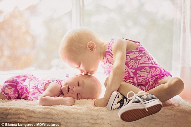 Con gái 15 tháng tuổi nôn ói uể oải, bố mẹ đinh ninh con bị nhiễm trùng tai đến khi bác sỹ kết luận mắc bệnh trung niên - Ảnh 1.