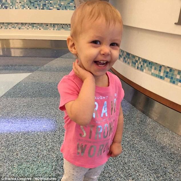 Con gái 15 tháng tuổi nôn ói uể oải, bố mẹ đinh ninh con bị nhiễm trùng tai đến khi bác sỹ kết luận mắc bệnh trung niên - Ảnh 4.