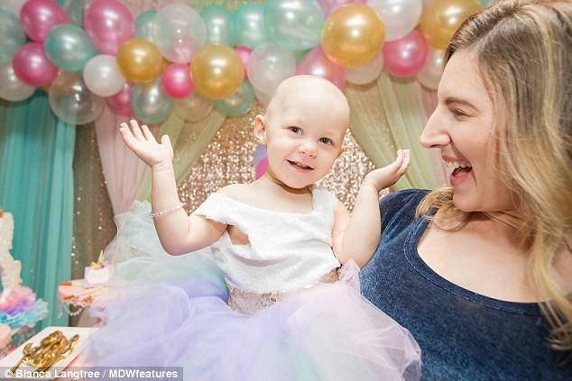 Con gái 15 tháng tuổi nôn ói uể oải, bố mẹ đinh ninh con bị nhiễm trùng tai đến khi bác sỹ kết luận mắc bệnh trung niên - Ảnh 6.