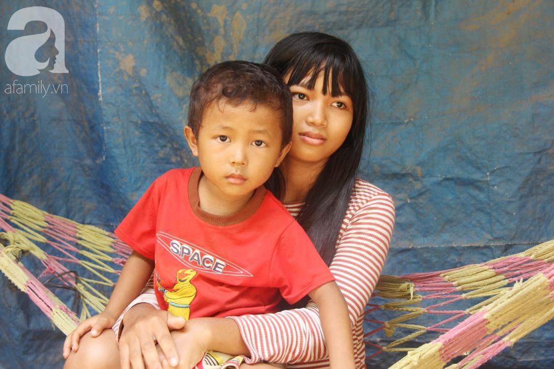 Không có tiền chữa bệnh, bé trai 10 tuổi bị u não cầu xin bố mẹ cho về nhà sống những ngày cuối cùng gia đình - Ảnh 10.