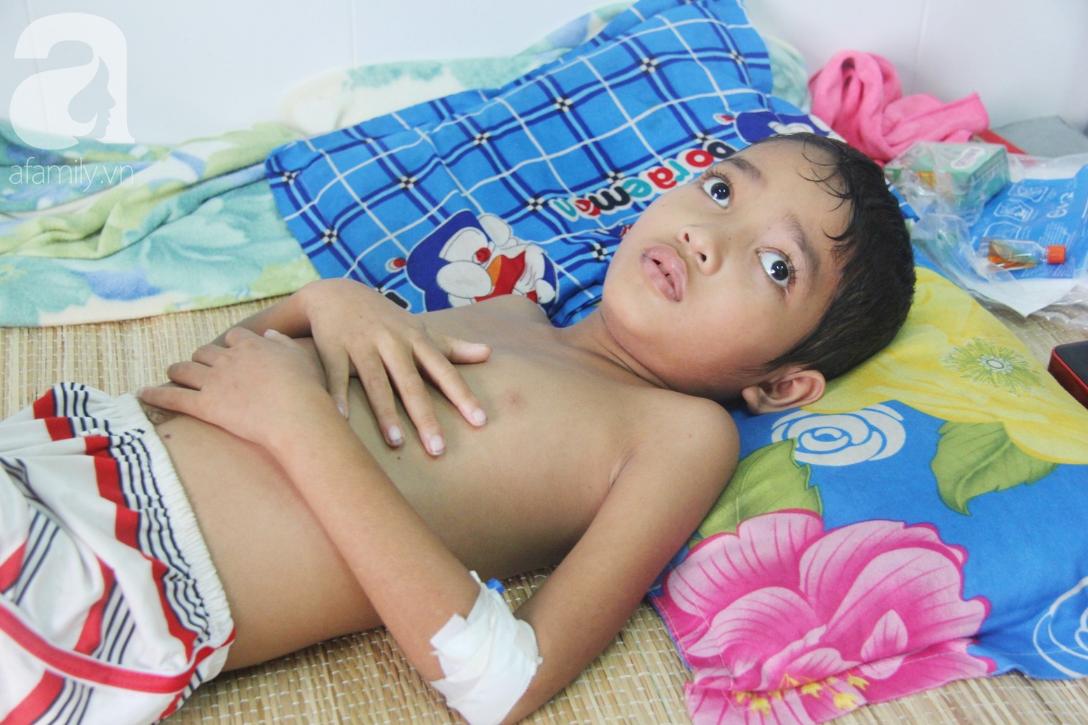 Không có tiền chữa bệnh, bé trai 10 tuổi bị u não cầu xin bố mẹ cho về nhà sống những ngày cuối cùng gia đình - Ảnh 4.