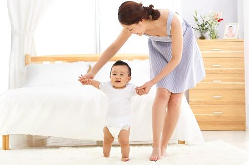 Sự phát triển của trẻ sơ sinh trong 12 tháng đầu đời khiến ai cũng kinh ngạc - Ảnh 4.