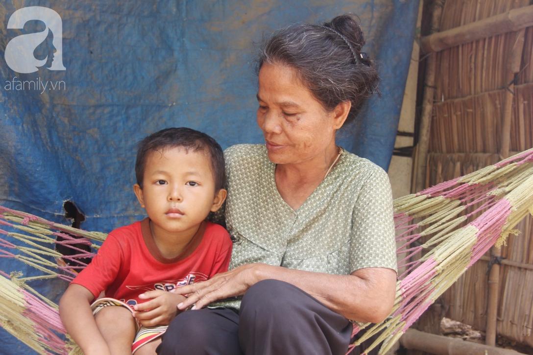 Không có tiền chữa bệnh, bé trai 10 tuổi bị u não cầu xin bố mẹ cho về nhà sống những ngày cuối cùng gia đình - Ảnh 15.