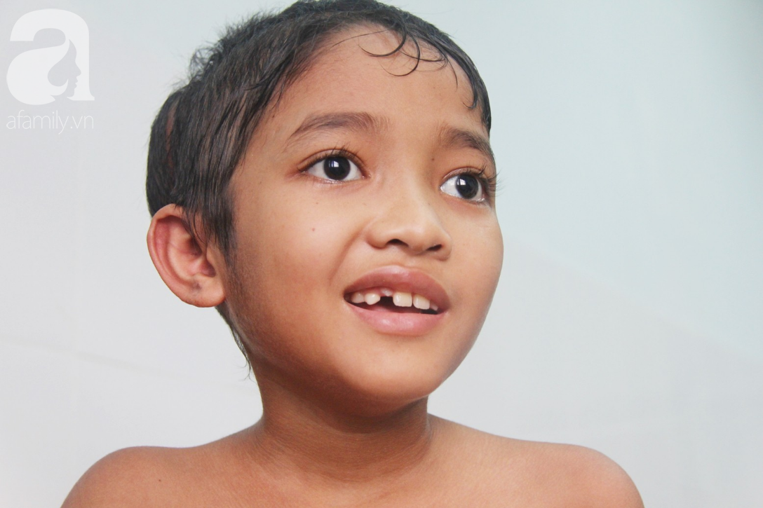 Không có tiền chữa bệnh, bé trai 10 tuổi bị u não cầu xin bố mẹ cho về nhà sống những ngày cuối cùng gia đình - Ảnh 2.