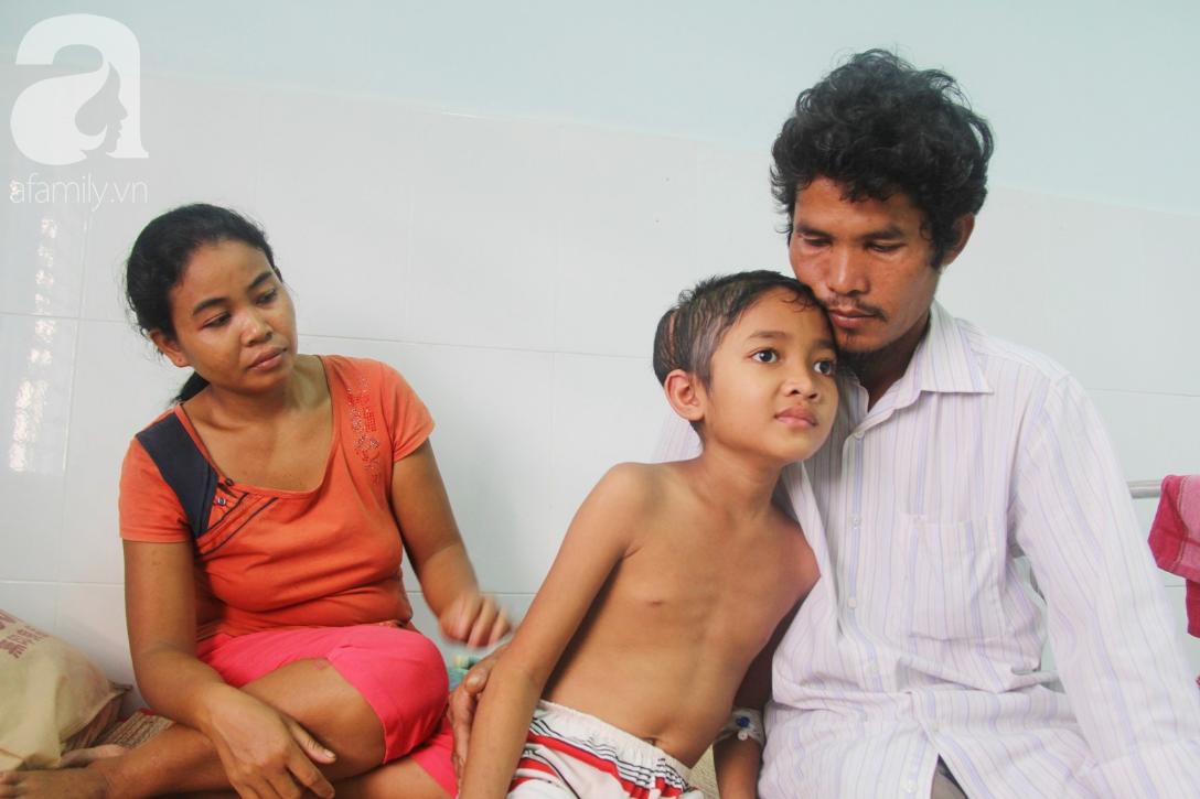 Không có tiền chữa bệnh, bé trai 10 tuổi bị u não cầu xin bố mẹ cho về nhà sống những ngày cuối cùng gia đình - Ảnh 17.