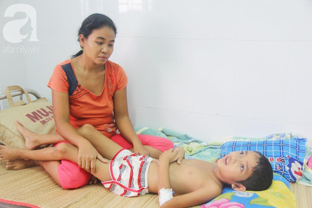 Không có tiền chữa bệnh, bé trai 10 tuổi bị u não cầu xin bố mẹ cho về nhà sống những ngày cuối cùng gia đình - Ảnh 8.