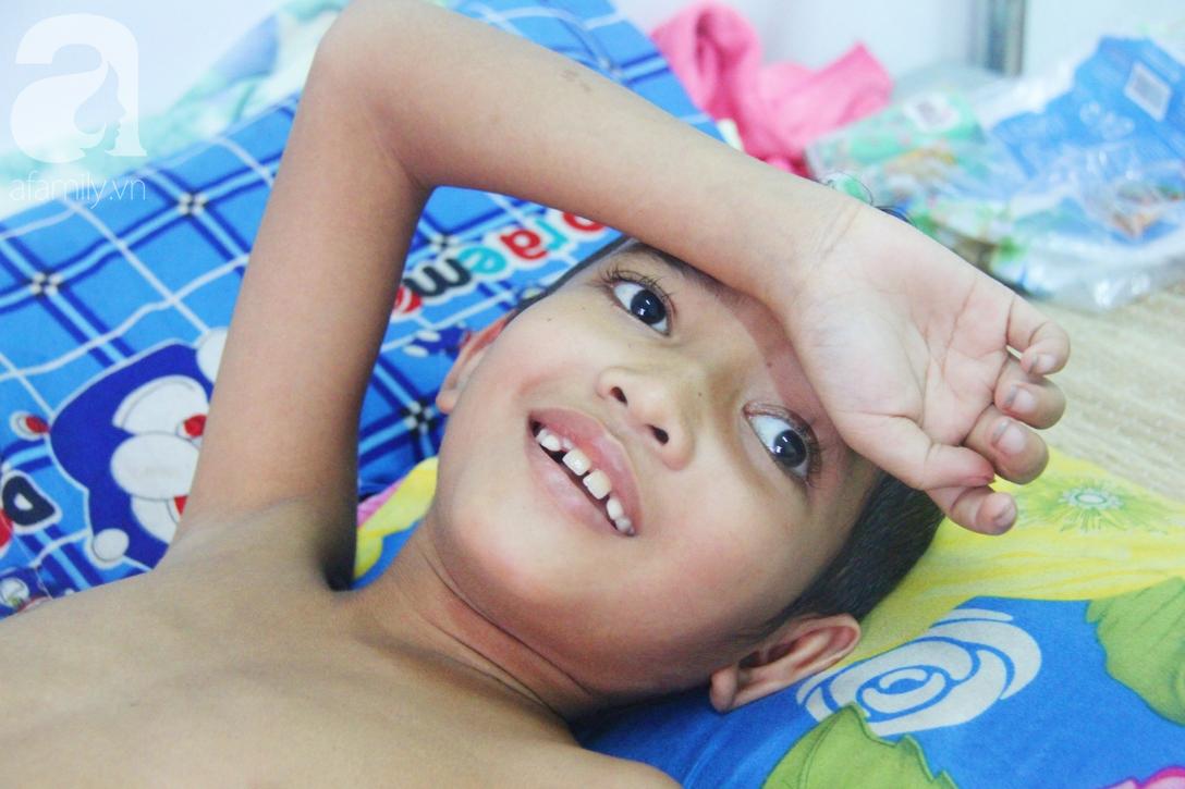 Không có tiền chữa bệnh, bé trai 10 tuổi bị u não cầu xin bố mẹ cho về nhà sống những ngày cuối cùng gia đình - Ảnh 9.