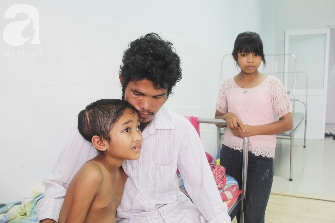 Không có tiền chữa bệnh, bé trai 10 tuổi bị u não cầu xin bố mẹ cho về nhà sống những ngày cuối cùng gia đình - Ảnh 5.