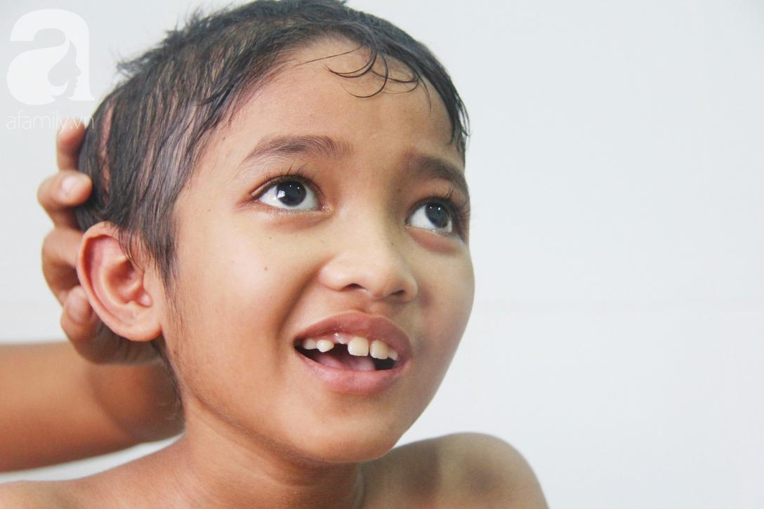 Không có tiền chữa bệnh, bé trai 10 tuổi bị u não cầu xin bố mẹ cho về nhà sống những ngày cuối cùng gia đình - Ảnh 11.