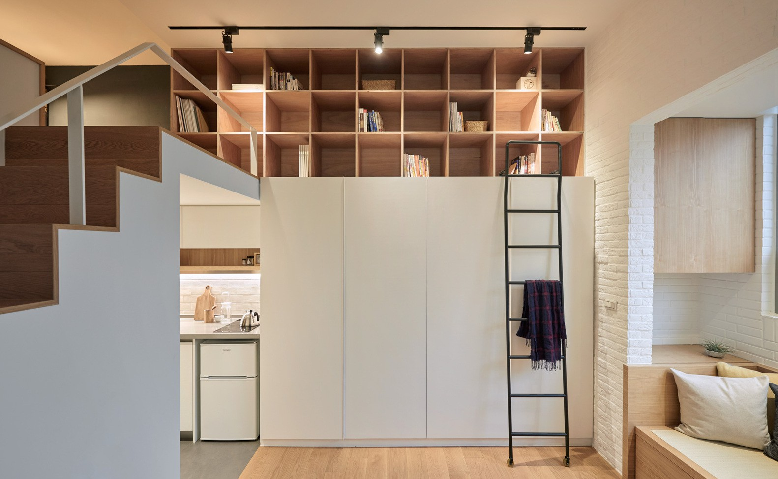 11 cách lưu trữ đồ đạc chứng minh cho bạn thấy: Ở nhà nhỏ không đáng sợ, đáng sợ là không nghĩ ra cách cất đồ mà thôi! - Ảnh 4.