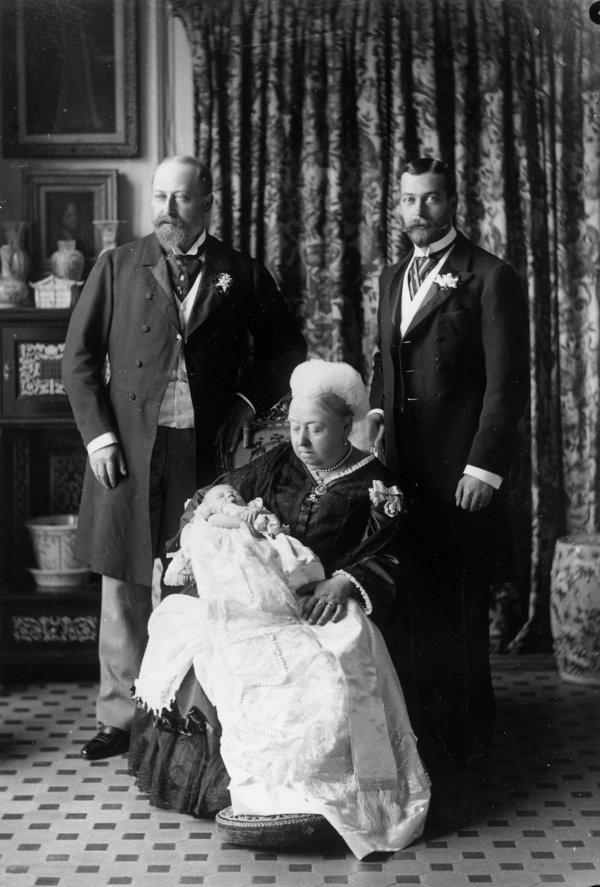 17 bức ảnh lung linh trong lễ rửa tội của các em bé Hoàng gia Anh, được cất giữ như báu vật vì hội tụ toàn nhân vật quyền lực - Ảnh 17.
