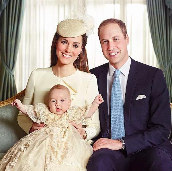 17 bức ảnh lung linh trong lễ rửa tội của các em bé Hoàng gia Anh, được cất giữ như báu vật vì hội tụ toàn nhân vật quyền lực - Ảnh 5.