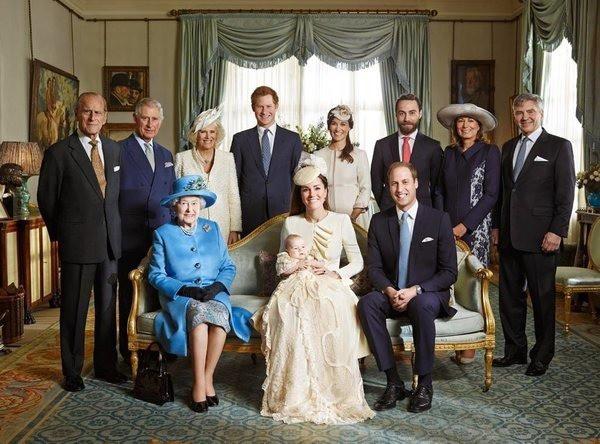17 bức ảnh lung linh trong lễ rửa tội của các em bé Hoàng gia Anh, được cất giữ như báu vật vì hội tụ toàn nhân vật quyền lực - Ảnh 6.