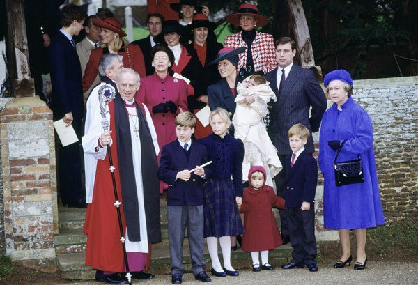 17 bức ảnh lung linh trong lễ rửa tội của các em bé Hoàng gia Anh, được cất giữ như báu vật vì hội tụ toàn nhân vật quyền lực - Ảnh 7.