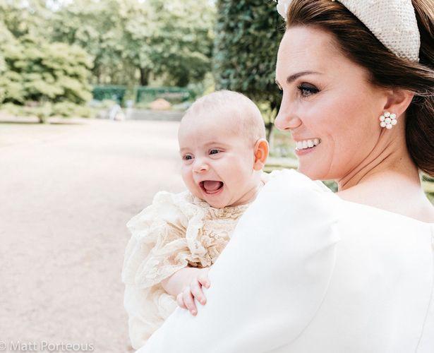 Công nương Kate phá lệ công bố bức ảnh thứ 5 tuyệt đẹp của Hoàng tử Louis khiến người hâm mộ phát cuồng - Ảnh 2.
