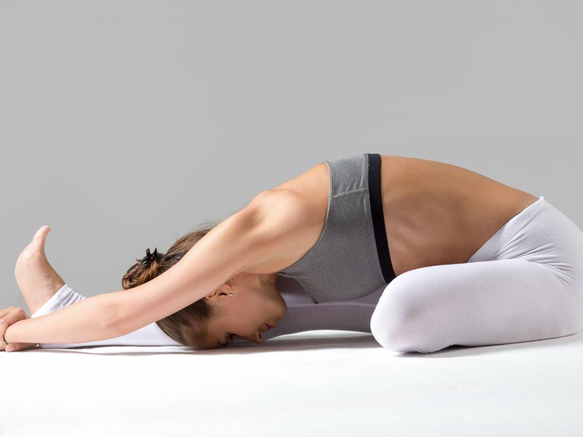Bạn thường xuyên bị mất ngủ, hãy lưu ngay những bài tập yoga này để nhanh chóng có được giấc ngủ ngon - Ảnh 1.