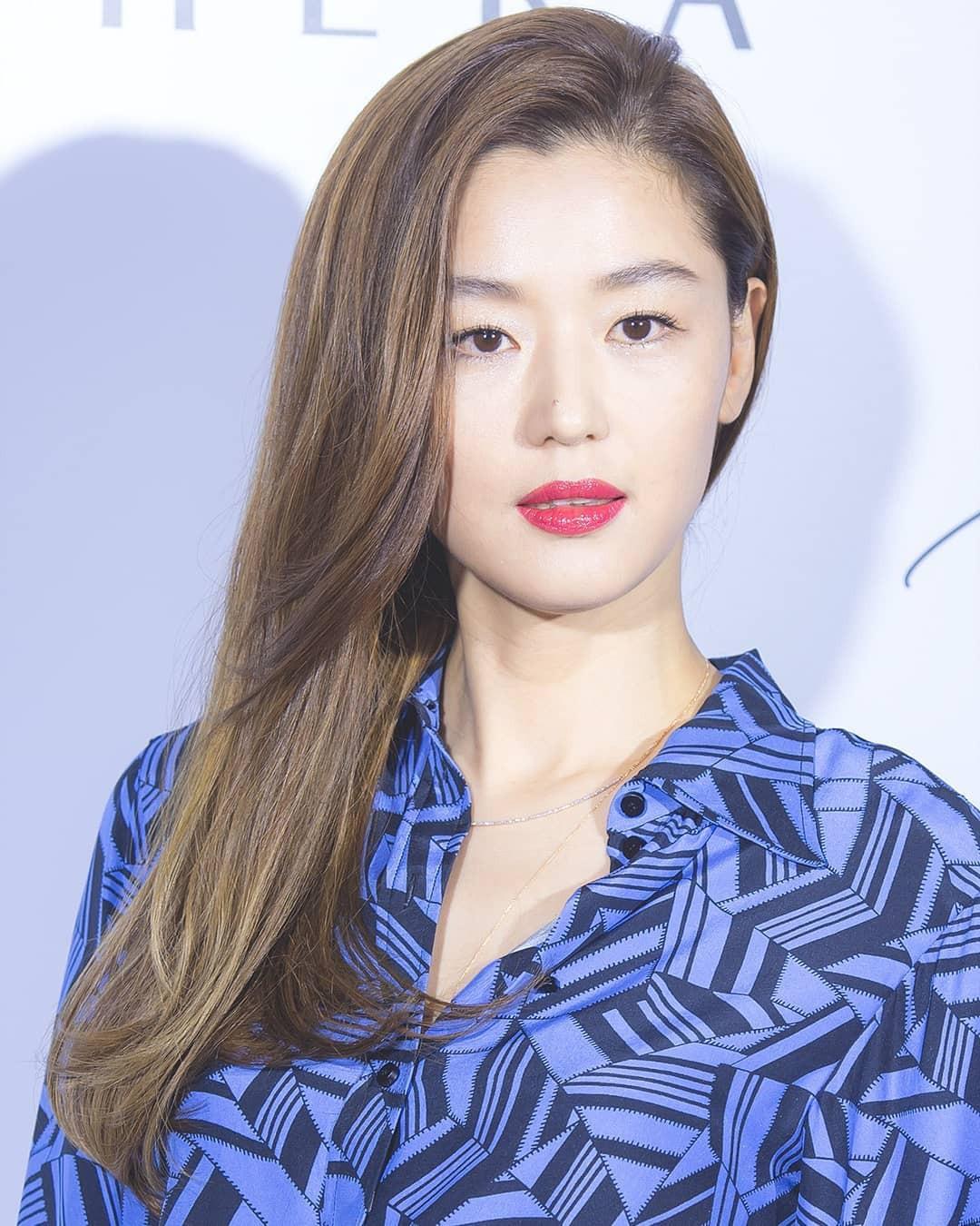 Mợ chảnh Jeon Ji Hyun xinh đẹp ngất ngây với màu tóc mới, diện áo gần 30 triệu - Ảnh 4.