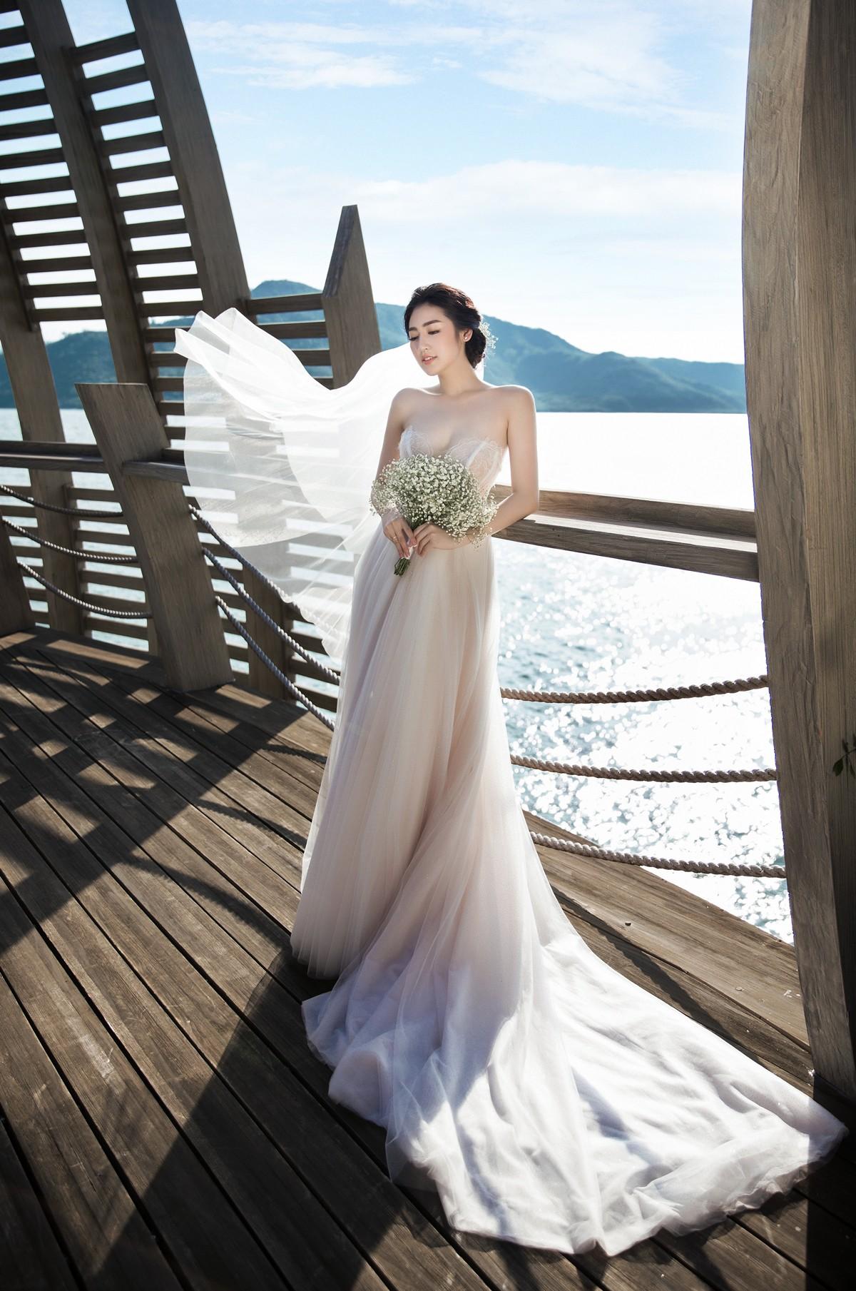 Trước ngày cưới 2 ngày, Á hậu Tú Anh khoe loạt ảnh cưới sang chảnh ngoài biển - Ảnh 1.