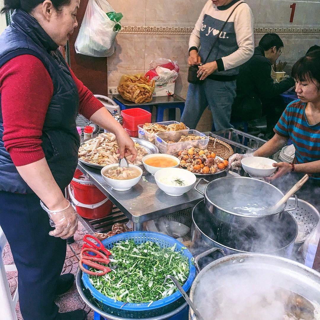 Bán món bình dân, nhưng giá cả của 5 quán ăn Hà Nội này sẽ khiến nhiều người bất ngờ khi lần đầu ghé đến - Ảnh 3.