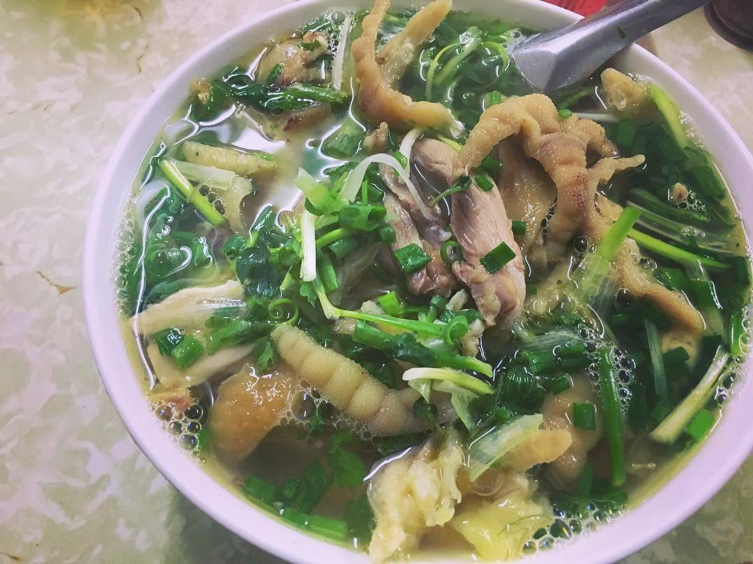 Bán món bình dân, nhưng giá cả của 5 quán ăn Hà Nội này sẽ khiến nhiều người bất ngờ khi lần đầu ghé đến - Ảnh 5.